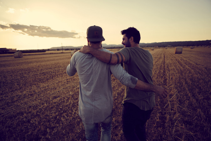 Men arm in arm: Bromance or sexual relationships